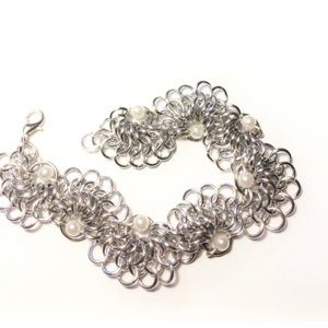 Silver Wavy Chainmail Bracelet with White Pearls